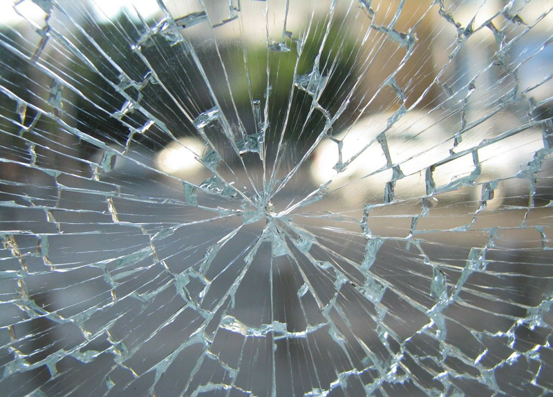 Cracked window glass which Woodstock Hardware can replace
